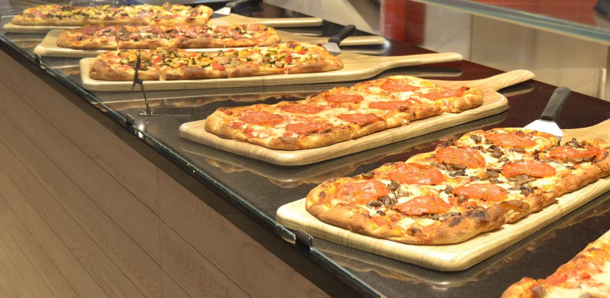 Allestimento di un banco pizzeria della grande distribuzione